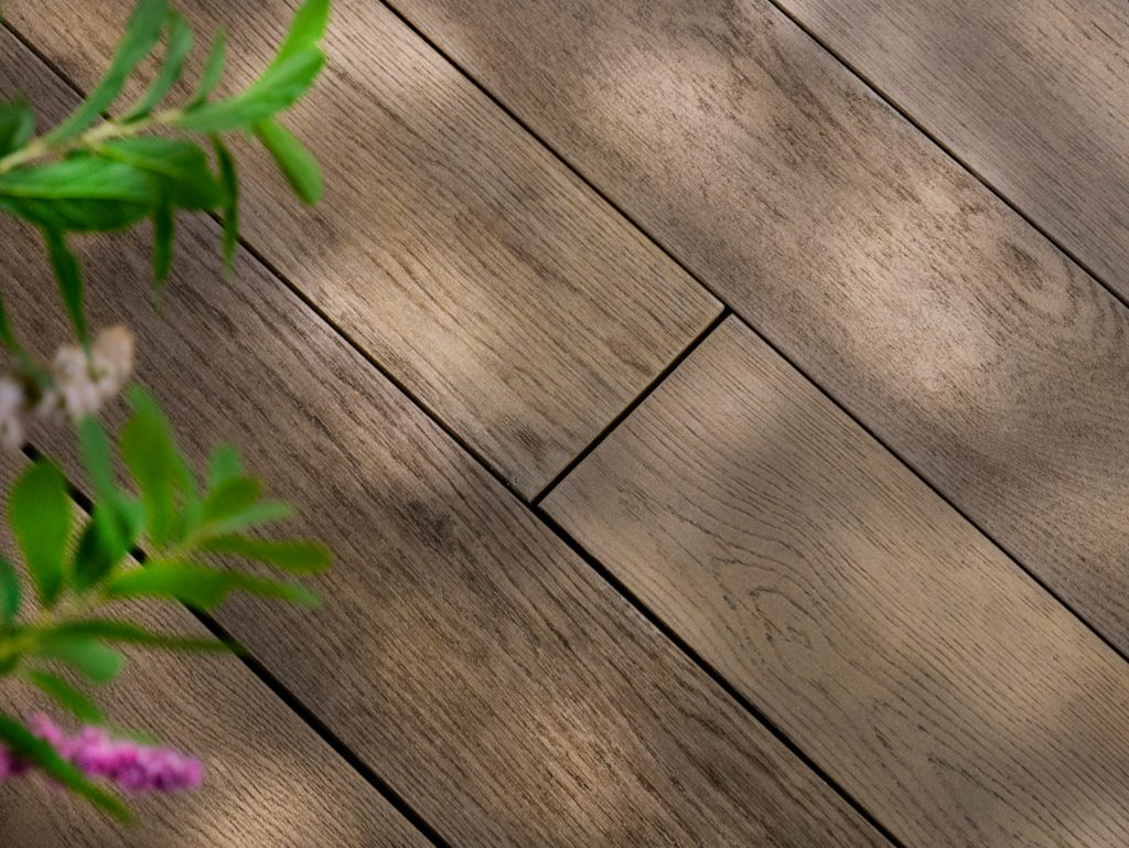Antique Oak Decking with plant